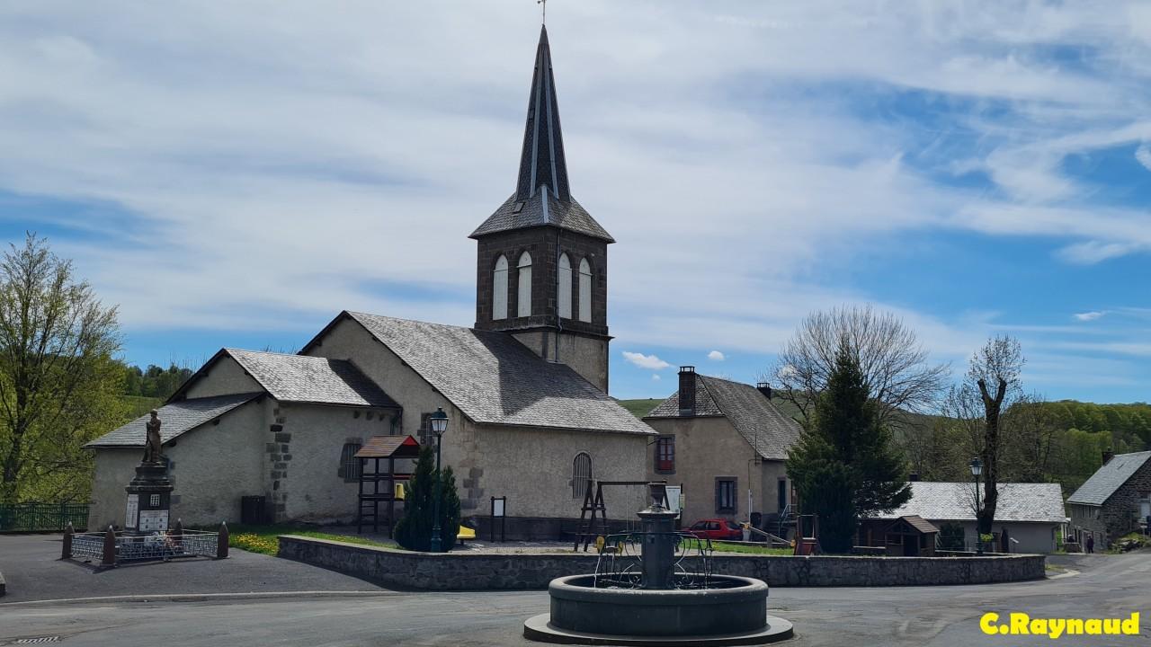 Fontaine et église d'Espinchal