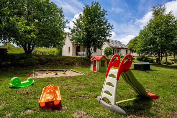 Aire de jeux enfants village vacances